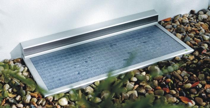 Insektenschutz Magdeburg fertigt die hochwertige Lichtschachtabdeckung auch mit Lüftungskasten